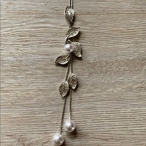 Jewelry - Fashionable necklace, silver toned